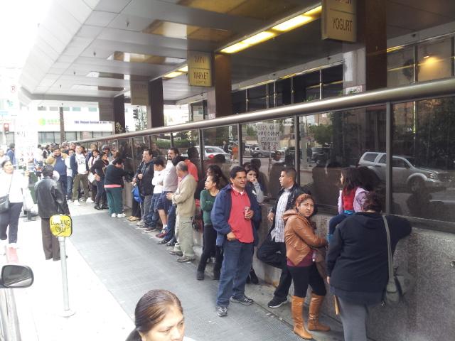 El primer día de atención del RENAP llegaron 300 personas, el viernes 800 y hoy casi mil. FOTOGRAFÍA: LA VOZ-archivo