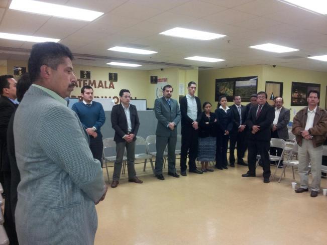 Asistentes a la reunión de trabajo realizada en el Consulado General de Guatemala en Los Ángeles. Fotografía: La Voz