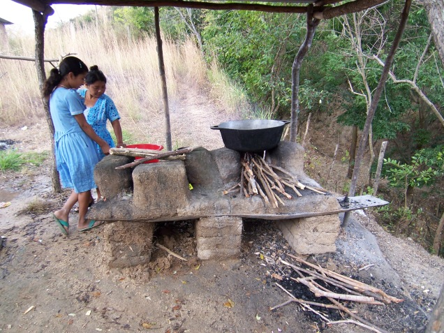 El próximo proyecto de Help for Schools, INC, es conseguir fondos para la construcción de la cocina y asi mejorar la preparación de alimentos para los niños.