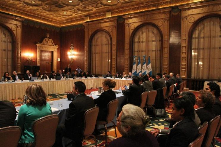 Líderes comunitarios guatemaltecos radicados en los Estados Unidos de América se reunieron con autoridades titulares de la Cancillería de Guatemala, en la ciudad de Los Ángeles, California. FOTOGRAFÍA: LA VOZ-AURORA SAMPERIO