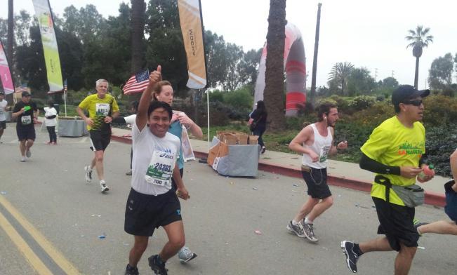 El líder de la Pastoral Maya en los Estados Unidos, Juanatano Cano, demostró su calidad de atleta al recorrer las 26 millas del maratón de Los Ángeles, FOTOGRAFÍA: LA VOZ
