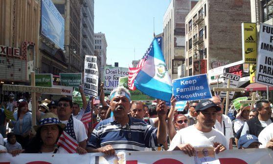 Guatemaltecos, juntos a inmigrantes de otras nacionalidades, marcharon esta mañana para pedir por una reforma migratoria integral. FOTOGRAFÍA: LA VOZ