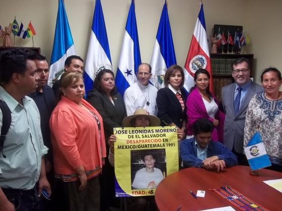 """En la reunión solicitada por los representantes de la """"Caravana de la Esperanza"""" se extendió la invitación a que grupos comunitarios organizados de Los Ángeles se unan a la causa en favor de los inmigrantes. FOTOGRAFÍA: LA VOZ"""