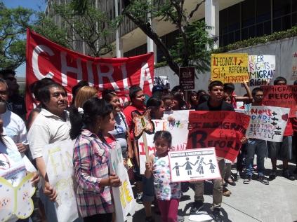 La organización CHIRLA apoya a guatemalteco para evitar su deportación. Fotografía: archivo