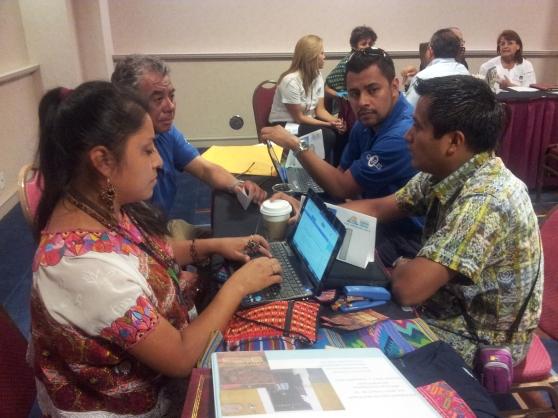 Pequeños y medianos empresarios guatemaltecos se reunieron con potenciales compradores y distribuidores en Los Ángeles, California. Fotografía: La Voz