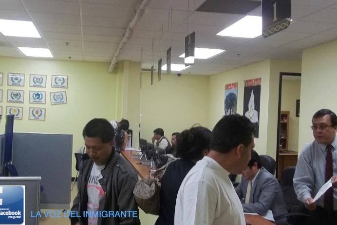 Los compatriotas pueden acudir o llamar a las Sedes Consulares para resolver sus dudas sobre los nuevos requisitos para trámites de pasaportes y otros documentos. Fotografía: LA VOZ-ARCHIVO