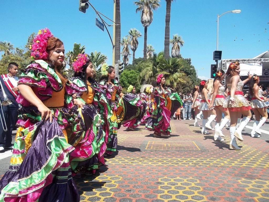 La  Banda del Colegio Pedro Molina, de Coatepeque, Guatemala, dijo presente en las fiestas de independencia en Los Ángeles, California. Fotografía: La Voz-archivo