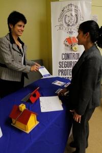 El Registro de la Propiedad de Guatemala cuenta con atención exclusiva para dudas sobre sus propiedades e inmovilización de las mismas en el Consulado General de Guatemala en Los Ángeles. Fotografía: La Voz-cortesía de Aurora Samperio