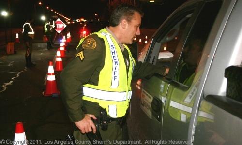 Endurecen medidas de control para detectar a conductores ebrios o drogados a partir del 31 de diciembre del 2013. Fotografía: La Voz-website Sheriff Condado de Los Ángeles