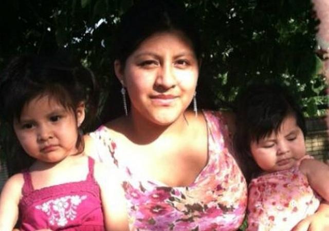 En la foto aparecen la inmigrante guatemalteca Deisy García, quien fue asesinada junto a sus dos hijas, que la acompañan en la gráfica.