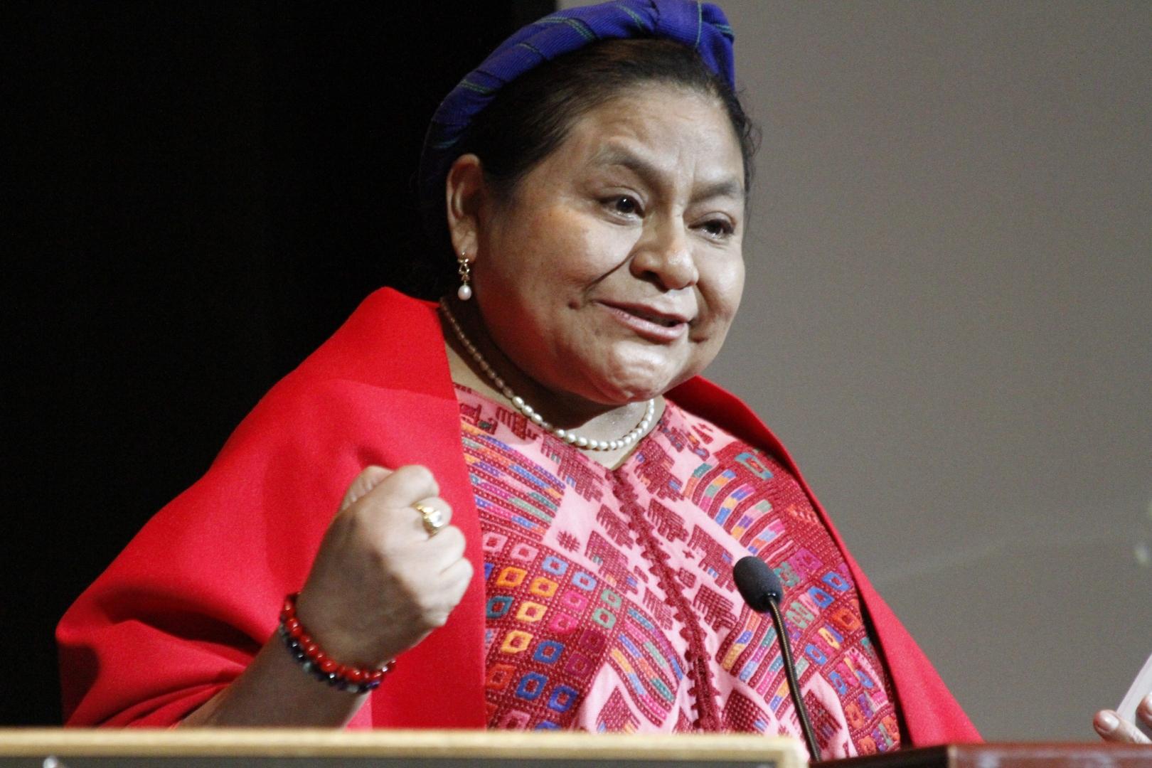 La Premio Nobel de la Paz, Rigoberta Menchú Tum, ofreció una lectura sobre Racismo e Igualdad a estudiantes y académicos de la Universidad Politécnica de California en Pomona. Fotografía: Cortesía de AURORA SAMPERIO