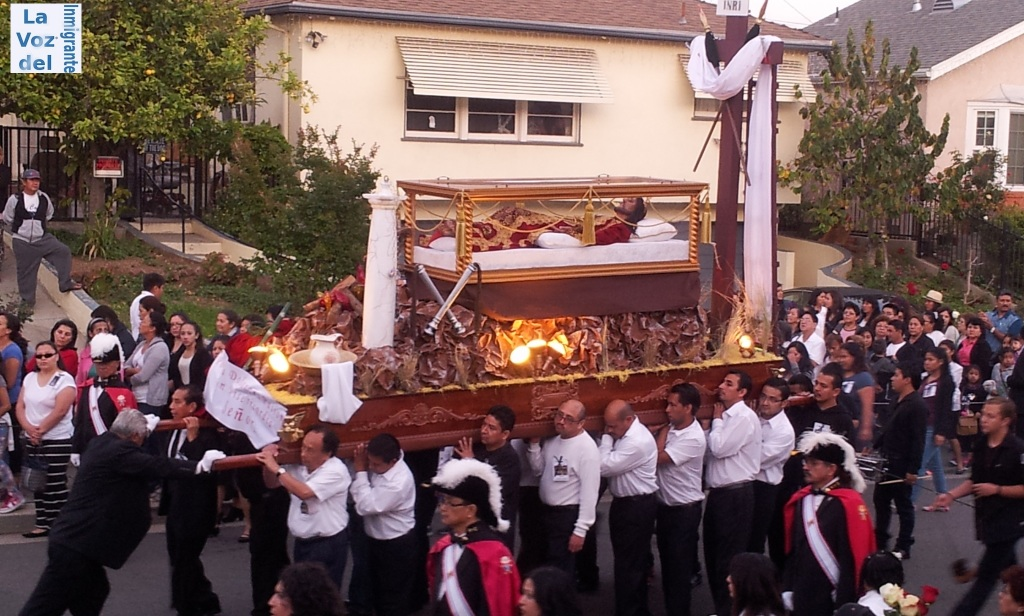 Procesión del Santo Entierro de la Iglesia Inmaculado Corazón de María recorrió las calles alrededor del centro religioso por espacio de 3 horas. FOTOGRAFÍA: LA VOZ