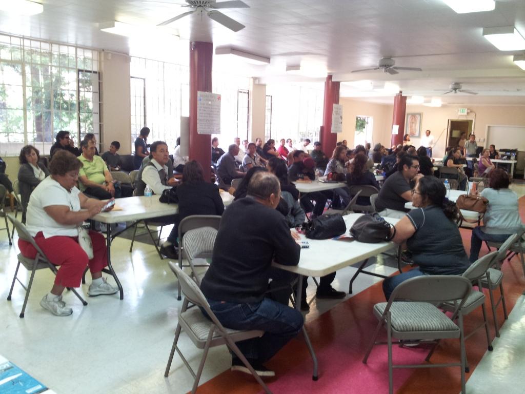 Los voluntarios guatemaltecos llenaron de forma gratuita los formularios de solicitud para la ciudadanía estadounidense a decenas de personas que participaron en la I Feria de Ciudadanía. Fotografía: La Voz