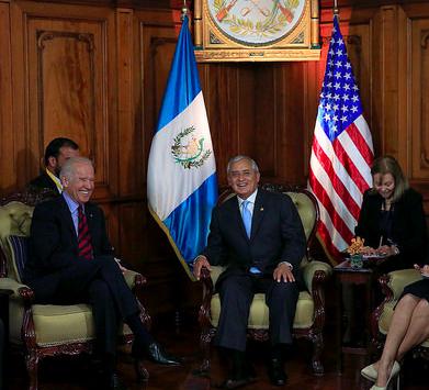 El Presidente de Guatemala, Otto Pérez, recibió al Vicepresidente de los Estados Unidos, Joe Biden, para tratar el tema de los niños guatemaltecos indocumentados. Fotografía: MINEX