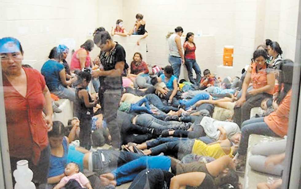 La crisis humanitaria provocada por la llegada masiva de inmigrantes indocumentados desde Texas a Arizona ha sido documentada por diferentes medios de comunicación.