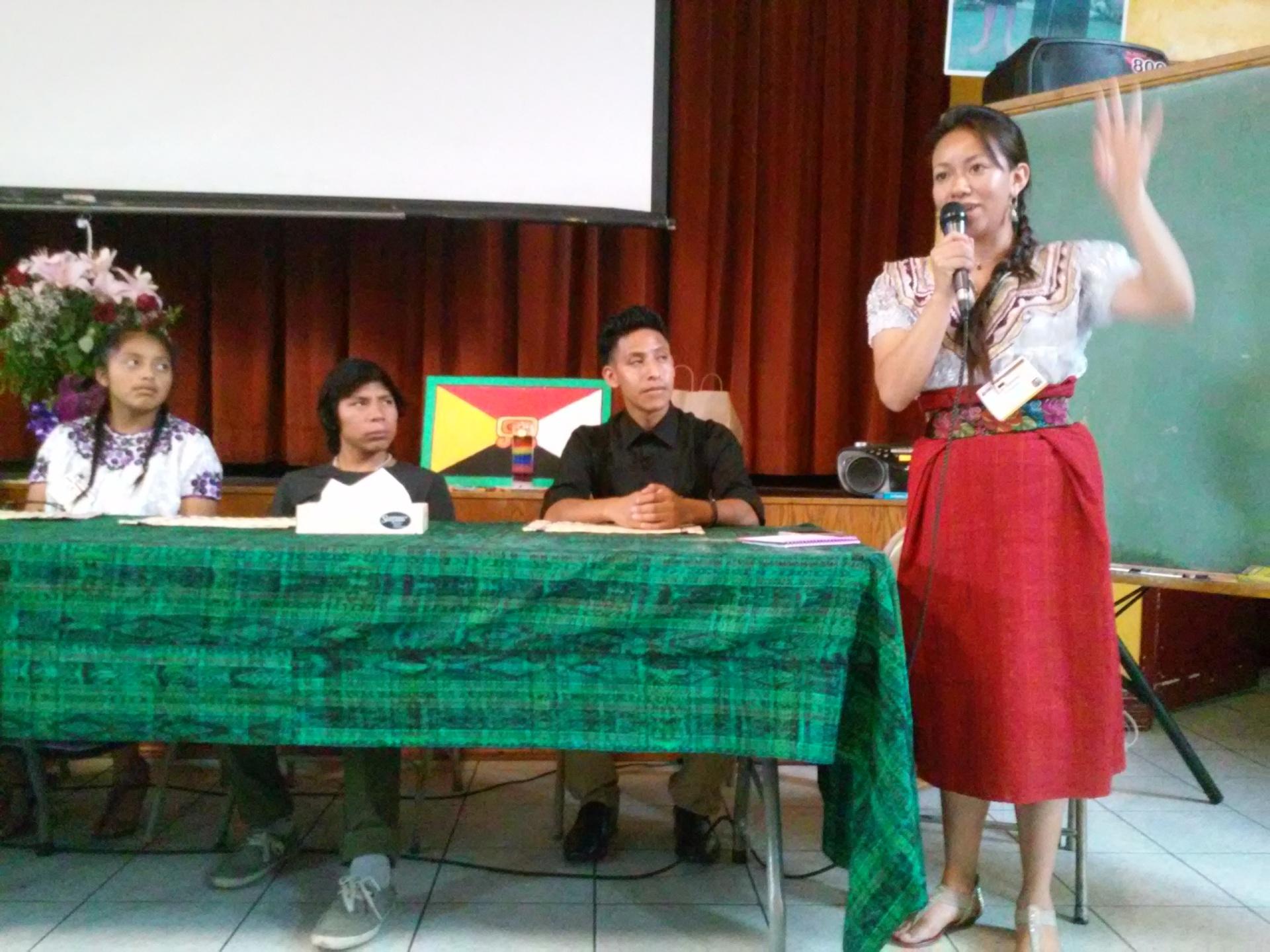 """""""Los jóvenes no somos el futuro, somos el presente"""", declaró Ilse, la representante de la comunidad maya en Omaha, Nebraska. Fotografía: La Voz"""