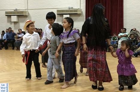 Divirtiéndose, danzando y jugando, los pequeños de origen maya guatemalteco nacidos en EUA empiezan a andar el camino para conocer sus raíces ancestrales. Fotografía: La Voz