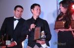 Reconocimiento otorgado a Sergio Arévalo durante la II Edición de Miss Guatemala US. Fotografía: MAYNOR VENTURA