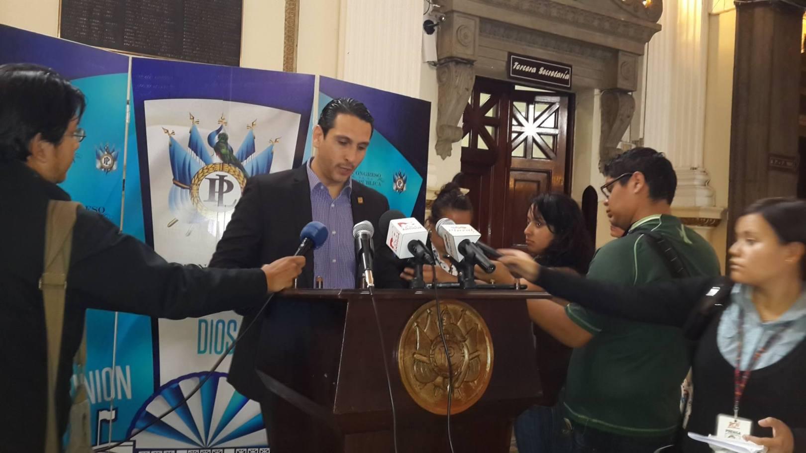 """El congresista Paul Briere calificó de """"preocupante"""" la poca atención que presta el Gobierno de Guatemala a la atención de los migrantes en el país. Fotografía: FACEBOOK PAUL BRIERE"""