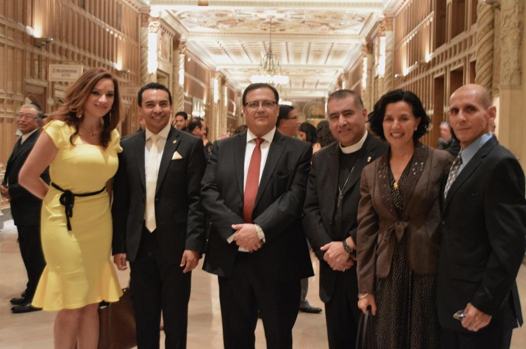 Representantes diplomáticos latinoamericanos, autoridades religiosas y personalidades de la televisión local estuvieron presentes en la Convención de CONGUATE en Los Ángeles, California. Fotografía: La Voz