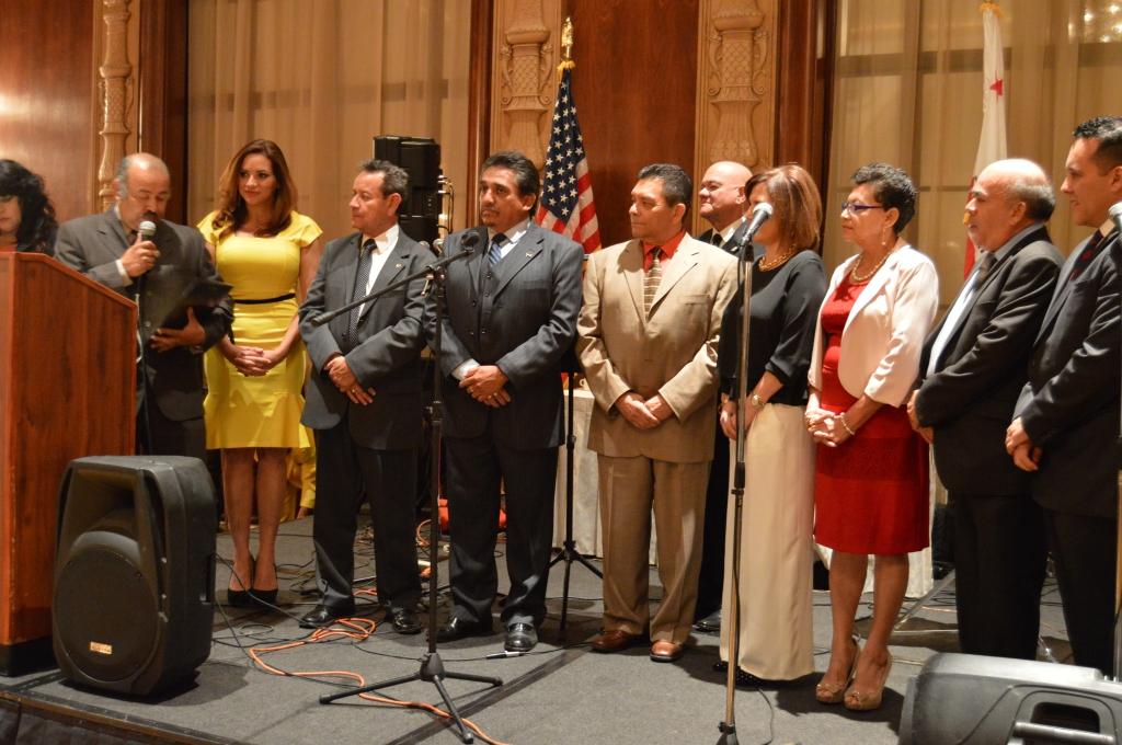 Líderes comunitarios guatemaltecos y centroamericanos hicieron un reconocimiento especial a la Embajadora de Honduras en Guatemala, Vivian Painting, por la labor que anteriormente desarrolló como Comisionada para los Migrantes y como Cónsul de Honduras en Los Ángeles. Fotografía: La Voz